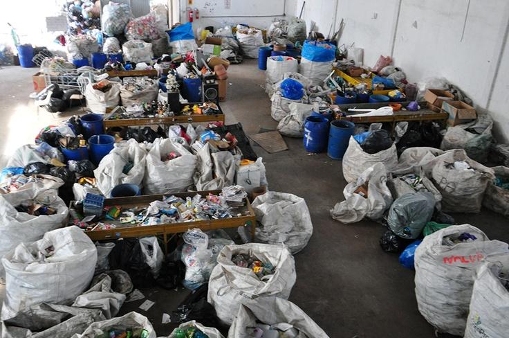 Na última sexta-feira (24), O IPCC realizou uma doação de 200 cobertores para duas unidades do EcoCidadão, Acampa e Novo Horizonte. A entrega foi feita pela presidente da FAS Marcia O. Fruet e pelo superintendente do IPCC Gerson Guelmann.