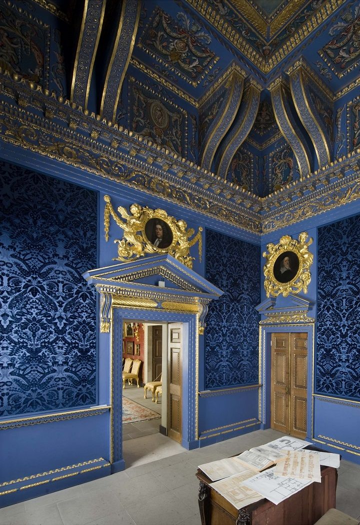 holdhard:  Chiswick House, The Blue Velvet Room - photograph by Richard Bryant