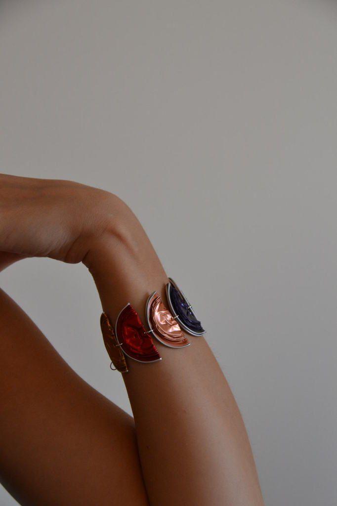 Idée récup : Bracelet demi-lune multicolore en Capsules Nespresso - L. et ses p'tites mains Prix : 8 euros