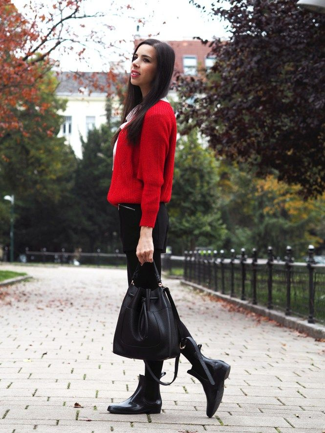 Pink Pepper Paradise blog - Fall outfit - red sweater - bucket bag