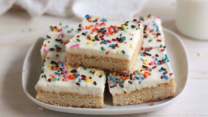 Betty blogger Annalise Sandberg shares a recipe for super-speedy sugar cookie bars. Her secret for simplicity? Betty Crocker cookie mix.