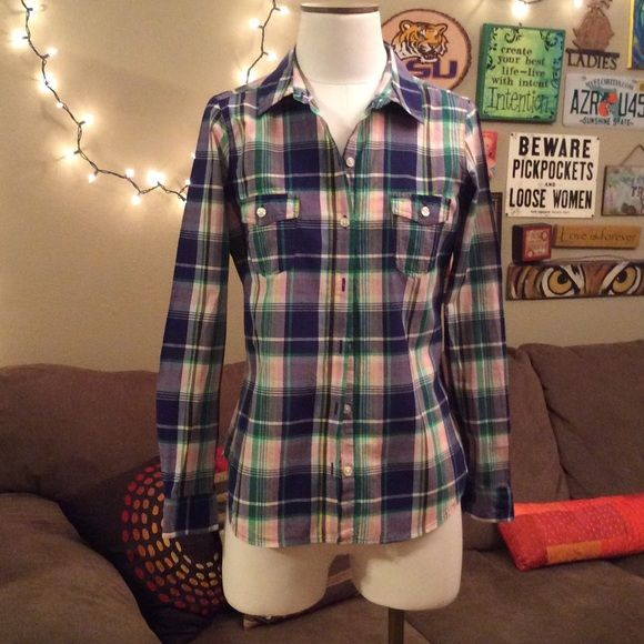 HOLD for @highonsales0 Plaid old navy shirt Plaid button up shirt. This item is fresh and clean from the dry cleaners Old Navy Tops Button Down Shirts