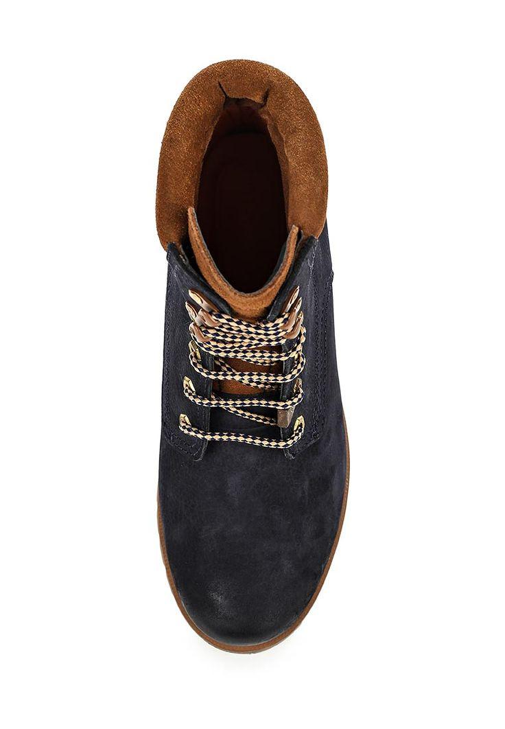 Ботинки Darkwood выполнены из натуральной кожи, текстильные стелька и подкладка. Детали: плотная шнуровка на подъеме, металлическая фурнитура, подошва с рельефным протектором.