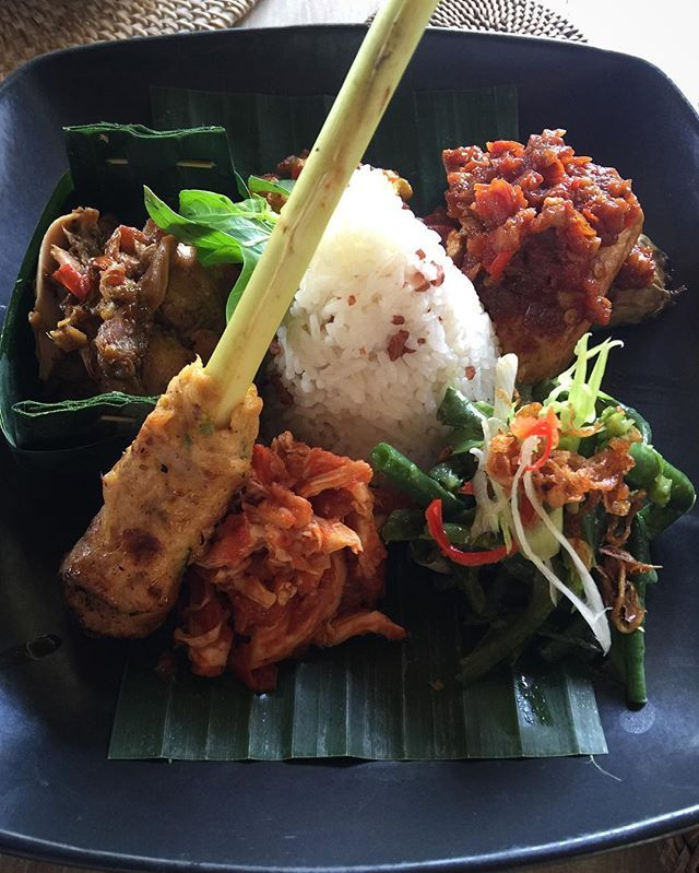 There's nothing like a lil Nasi Campur to brighten your day! ---------------- #nasicampurbali #indusrestaurant #ubud #balinesefood