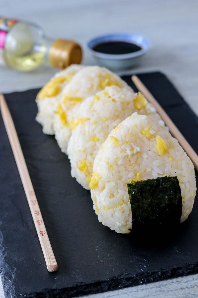 Onigiri aux œufs brouillés