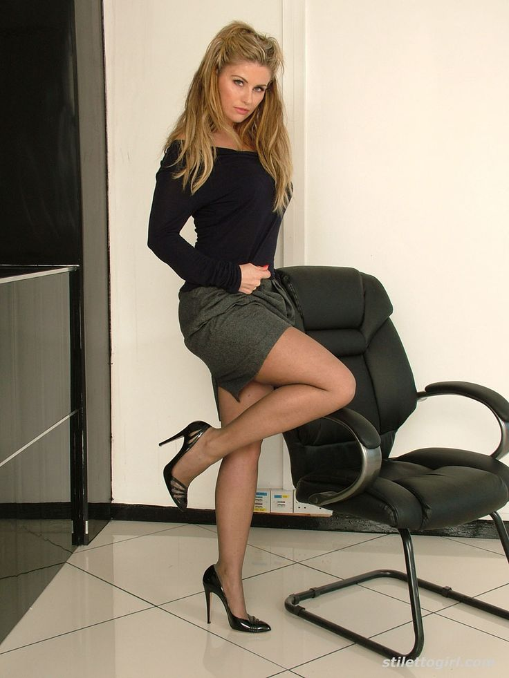 High heels and sexy pantyhose legs
