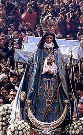 Entre sus numerosos actos, la mayoría instaurados desde hace siglos, destacan el Beneplácito (acto en el que se pide el permiso al ayuntamiento, para celebrar las fiestas), Beso de la Bandera, la Alborada, la Bajada o la Minerva así como diversos desfiles en los que se disparan salvas de arcabuz en honor a la Patrona.