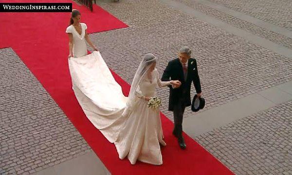 Kate Middleton's Wedding Dress designed by Sarah Burton (Alexander McQueen)   Wedding Inspirasi