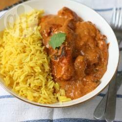 Mijn favoriete eten is Indiaas, en dit recept van mijn vriend is echt het einde! Ik denk dat ik nog nooit zo'n lekkere versie van murgh makhani heb gehad! Dit is ook nog eens ontzettend makkelijk om te maken, want je stopt het 'smorgens in de slowcooker en 'savonds kom je thuis in een huis dat heerlijk ruikt! Serveer met basmatirijst en naanbrood.