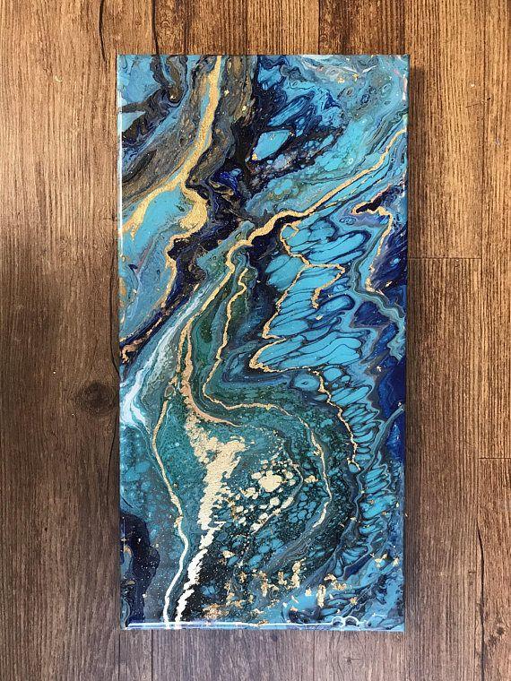 Este año he descubierto pintura abstracta utilizando acrílicos fluidos. Me encanta la sensación orgánica de este medio y lo hace imágenes parece las cosas en la naturaleza. Éste parece turquesa y lapislázuli para mí. Tiene compuesto oro (cobre y zinc) la hoja para agregar flash y