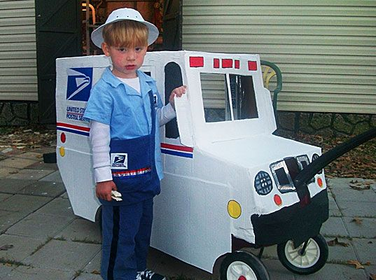inhabitots 2010 green halloween costume contest mail truck made from cardboard box and kids wagon