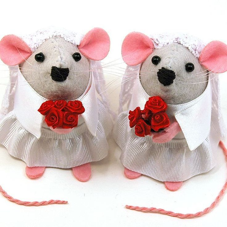 Mrs and Mrs Mouse make adorable wedding cake toppers or unique and memorable wedding gifts.  These are my standard bride mice but I also do customised and personalised versions made especially to resemble the happy couple.  #wedding #weddingcaketopper #weddingmice #weddingmice #bridemouse #weddingrat #lesbian #lesbianwedding #gaywedding #gay #lesbianweddinggift #lesbianweddingcaketopper #personalised #custom #handmade #etsy #etsyseller #etsyshop #etsystore #etsyfinds #etsygifts #mompreneur…