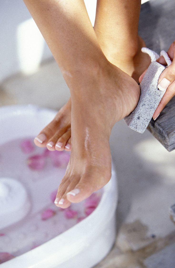 ¿Cómo podemos suavizar los talones secos o agrietados?Elena Comes, directora de Le Petit Salon (Calle de Almagro, 15, Madrid. Tel.  91 319 67 51)...