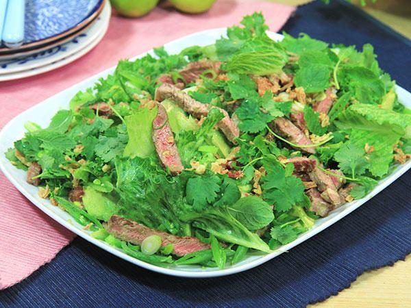 Asiatisk biffsallad med avokado