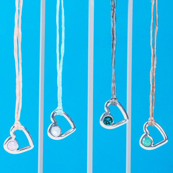 DIY-Kette mit Metallanhänger Herz mit Fassung für Swarovski Chatons #diyschmuck #schmuckanleitung #schmuckshop #selbstgemacht #jewelrymaking #schmuckdesign #schmuckideen