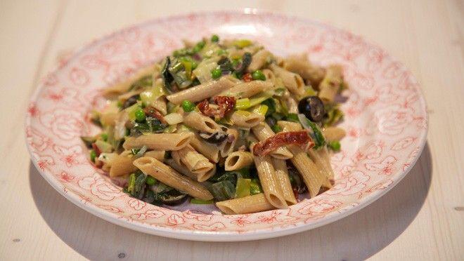 Romige prei-dragon pasta met blauwe kaas - recept | 24Kitchen