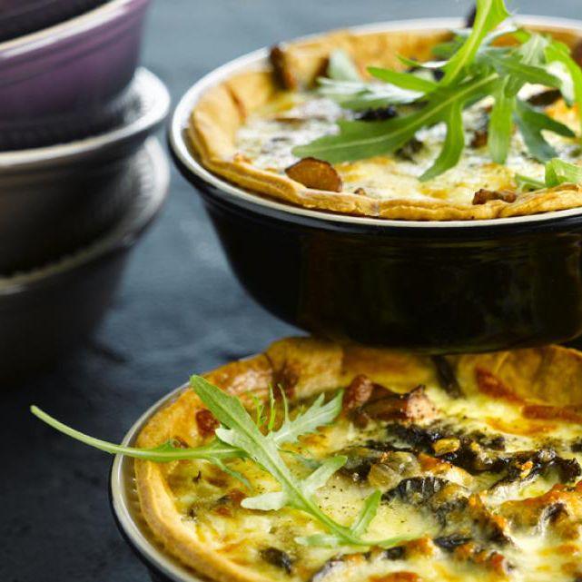 Taartje van mozzarella en bospaddestoelen