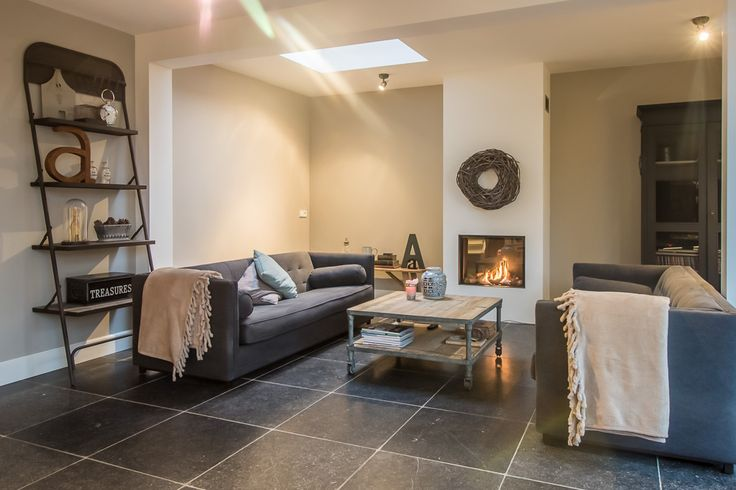 Een prachtige woonkamer met onze Belgisch Hardsteen Soft Finish Light Tone