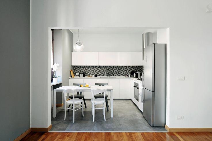 Cucina #Rossana modello HD23 Tavolo allungabile Easy #Kristalia Sedie Gray #Gervasoni sedie Cherish #Horm Lavello in Vitrotek #Elleci Frigorifero #Siemens @hormdesign @kristaliadesign