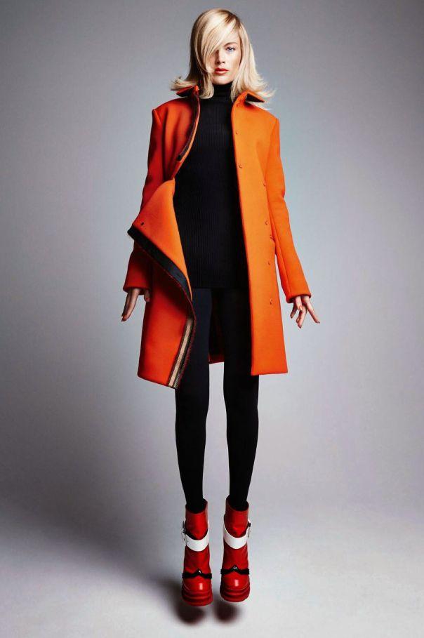 Vogue Paris August 2014 | Carolyn Murphy by Patrick Demarchelier - Kenzo