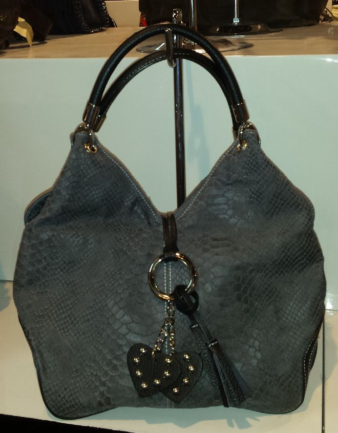 Ladies Leather Shoulder Handbag with heart-shaped decorations  55,08 € su www.bandana.it