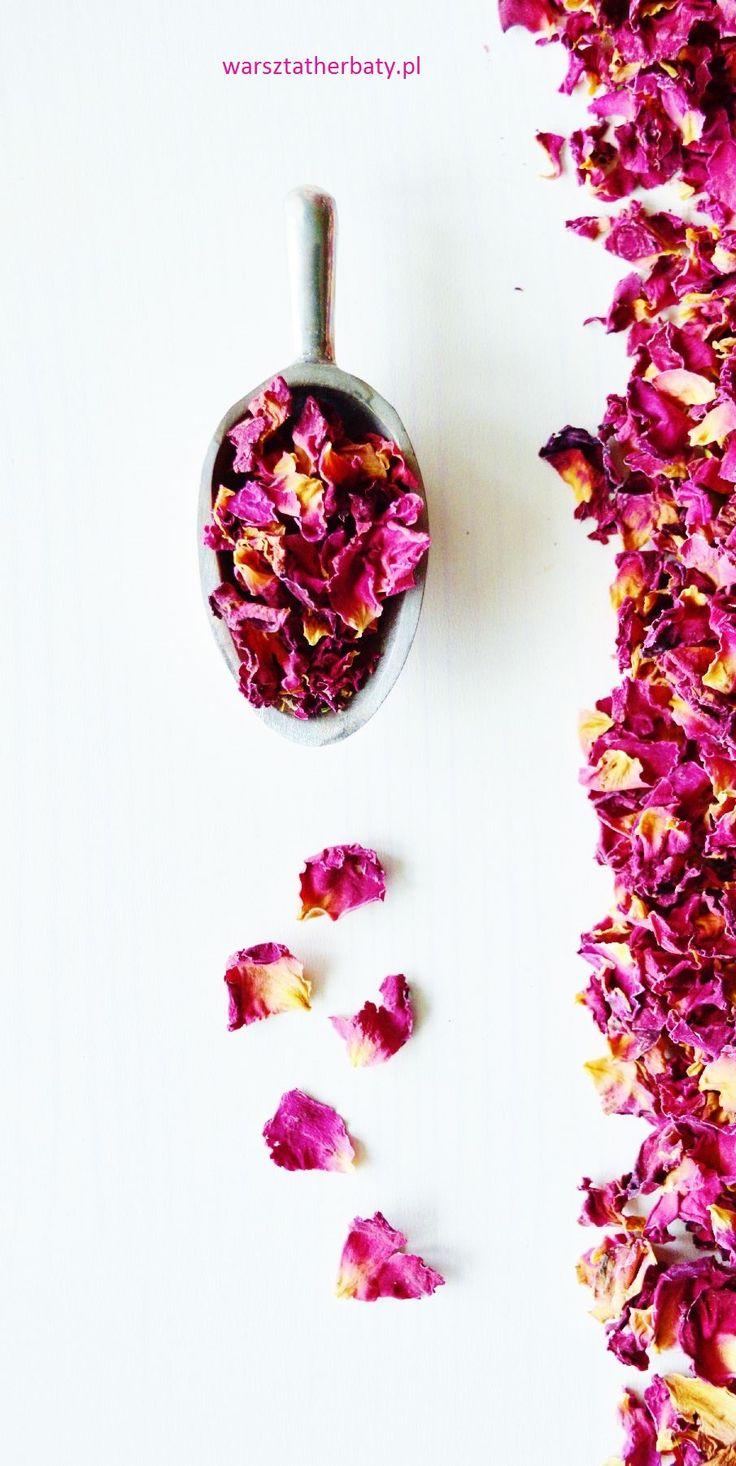 Płatki róż. Eliksir szczęścia. Rose petals.