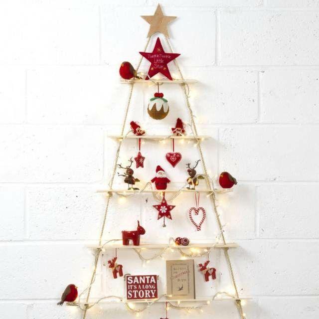 Árboles de Navidad low cost con madera  #cuerda #rojo #luces #hogar #hogardiez #Navidad #lowcost #árboles #árbol #christmas #decoración #diy #deco #home  www.hogardiez.com