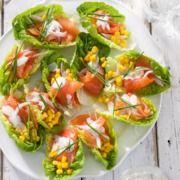 Slaschuitje met zalm en maïs- Start het diner met dit frisse voorgerecht. #recept #Pasen #JumboSupermarkten