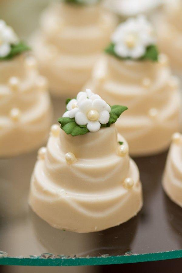 Mesa de doces casamento chanel mini bolinho