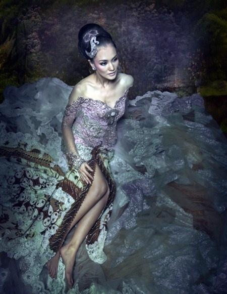 Kebaya Anne Avantie Glamour Ungu Baru