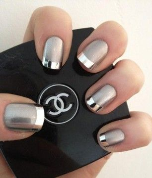 34 Festive Holiday Manicures That Aren't Hideously Tacky