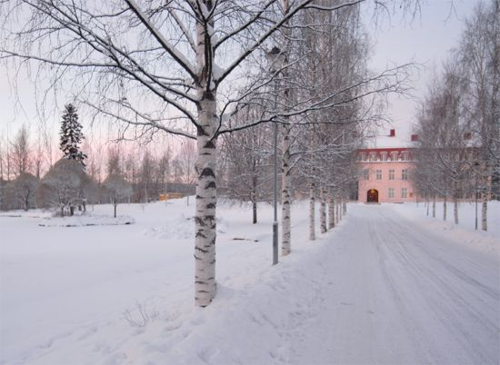 Nordana, Sweden ... a pink house in the snow