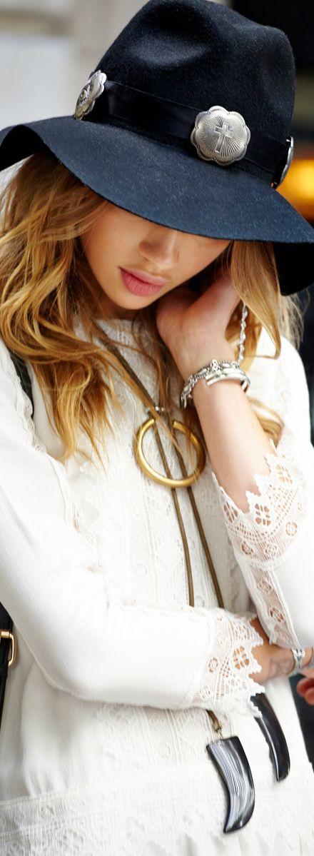 That #necklace is amazing   |  #cassylondon #baubles