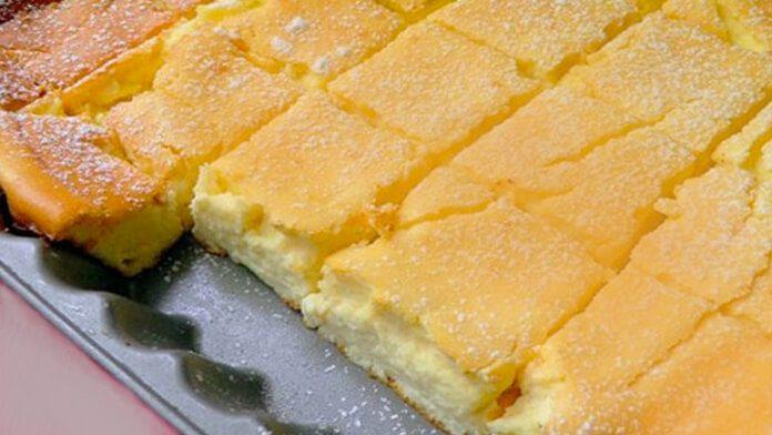Připravuji ho už několik let, přidávám i ovoce, rozinky nebo ořechy. Je vynikající! potřebujeme: 500 g jemného tvarohu 450 g zakysané smetany 100 g másla pokojové teploty 8 vajec 7 lžic hladké mouky 7 lžic kr. cukru Citronovou kůru z 1 citronu *Volitelné: rozinky, ovoce, ořechy … Na vrch: meruňkový džem moučkový cukr postup přípravy …