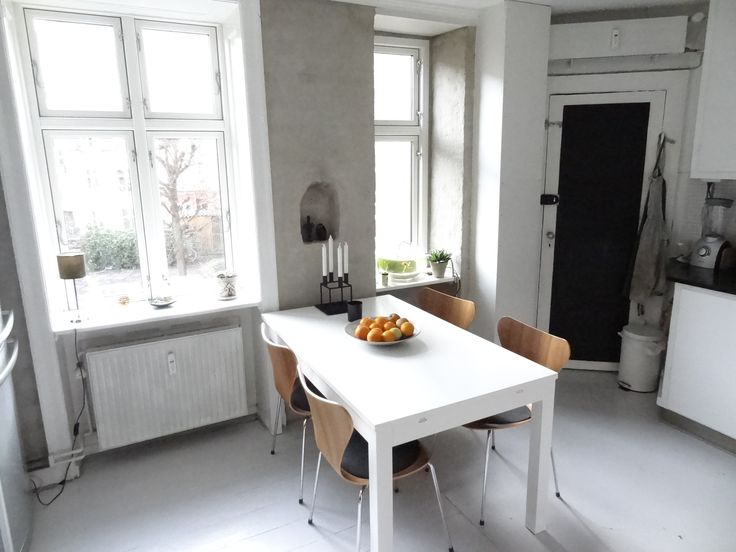 The #Apartment occupies ground floor and first floor, where the entrance is. On the first floor is a small entrance with room for coats and shoes, a new #Stylish bathroom with lovely green tiles and a large dining kitchen with room for 6 people for dinner By Herborg Habitat.