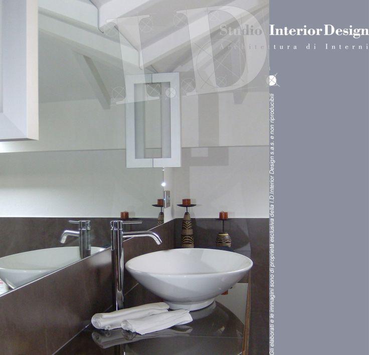 Bagno mansarda, mobile con lavabo. Villa nel milanese. www.studiointeriordesign.it