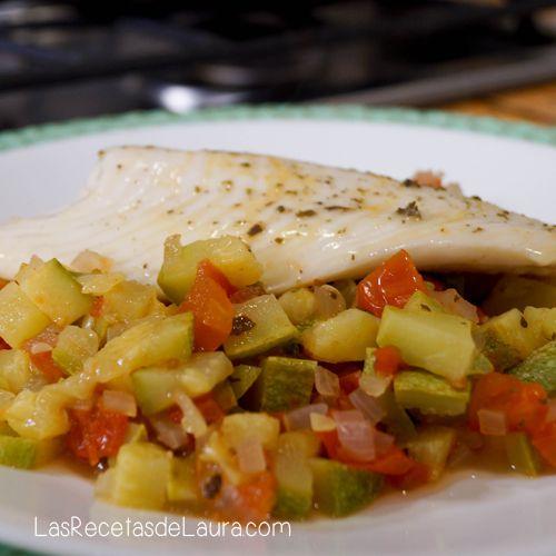 Esta receta de pescado es super sencilla pero con mucho sabor! Hecha con ingredientes económicos que seguramente tienes en tu hogar, perfecta para cuaresma o para dietas. El pescado es una fuente importante de nutrientes, ideales para niños en crecimiento. Pescado con verduras Porciones: 1 Preparación: 15 minutos Anteriormente ya les habia hecho algunas recetas...Más información »