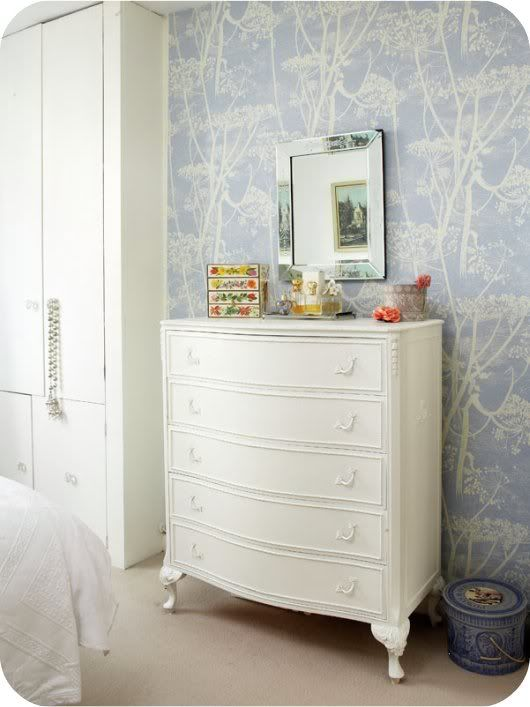 cottage cabin retreat - love the wallpaper - Cole & Son Cow Parsley in Blue.