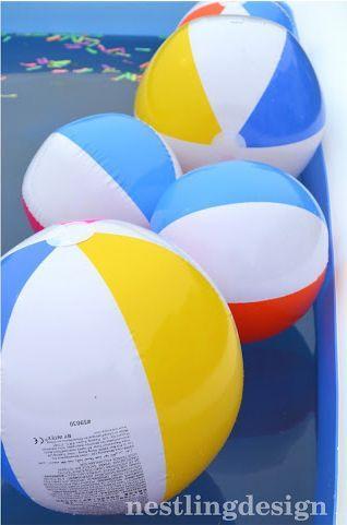 Bola colorida é legal para a decoração de uma pool party