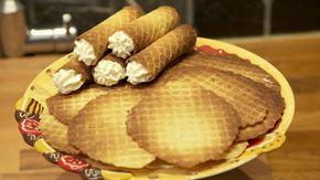 Kniepertjes zijn zoete, dunne harde wafels die traditioneel rond de jaarwisseling worden gebakken en gegeten. Bekijk het recept van Sarena Solari