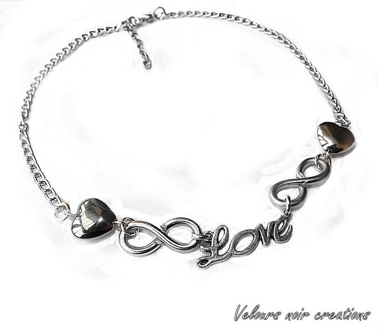 collana con simbolo infinito creato a mano con tecnica wire charms con scritta love e cuori