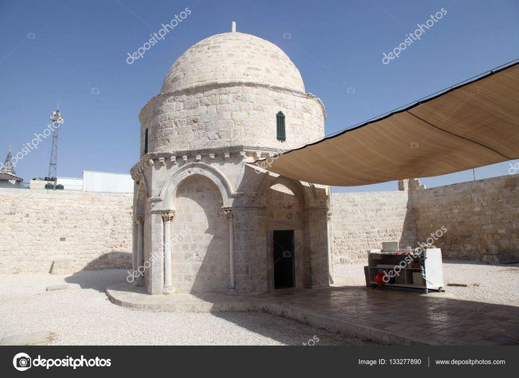 Scarica - Cappella dell'Ascensione di Gesù Cristo sul Monte degli Ulivi a Gerusalemme, Israele. Luogo dove sono le orme Ultima di Gesù Cristo sulla terra, prima di ascendere al cielo — Immagini Stock #133277890