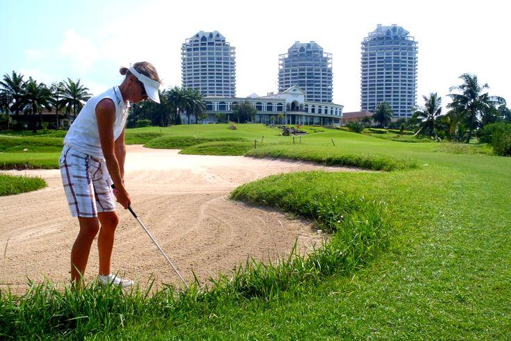 Crystal Bay golf in Thailand, me