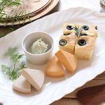 アインソフ ジャーニー - 料理写真:植物性のヴィーガンチーズに自家製フォカッチャ添え