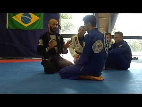 Stage Jujitsu brésilien, attaque depuis la demi-garde, Samir Bensaid - YouTube