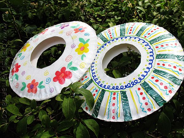 Beat Summer Boredom! 7 Summer-sational Ideas! | How Does She...For Kids, Paper Plates Art, Plates Frisbee, Preschool Projects, Kids Crafts, Paper Plate Crafts, Paper Plates Crafts, Summer Fun, Summer Camps