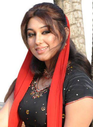 Actress Apu Biswas queen in Bangla Cinema. actorsbd.com