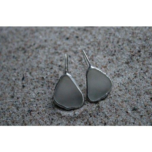 Embraced white earrings by Havsglas Sverige #nordicdesigncollective #havsglassverige #embraced #white #earrings #nordic #swedish #design #gift #forher