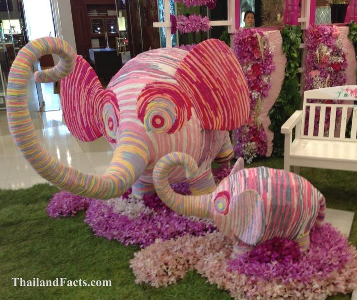 ThailandFacts.com cute elephants