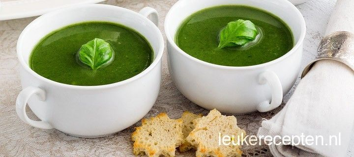 soep van spinazie en verse basilicum voor een vriendelijk prijsje